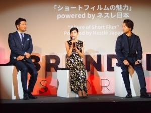ステージでトークする別所哲也、黒木瞳、TAKAHIRO