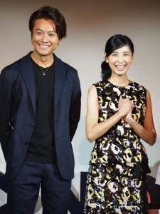 笑顔になったTAKAHIROと黒木瞳