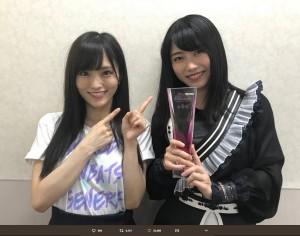 山本彩と横山由依(画像は『横山由依 2018年6月16日付Twitter「自己最高位の6位!! 本当に本当にありがとうございます!!」』のスクリーンショット)