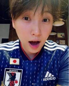 ノーメイクの藤本美貴に「すっぴん、キレイ」と反響(画像は『mikittyfujimoto 2018年6月24日付Instagram「頑張れ日本!!」』のスクリーンショット)