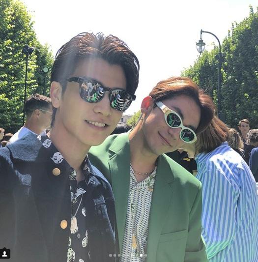 NAOTOと笑顔の岩田剛典(画像は『Takanori Iwata 2018年6月24日付Instagram「Having a great time with」』のスクリーンショット)