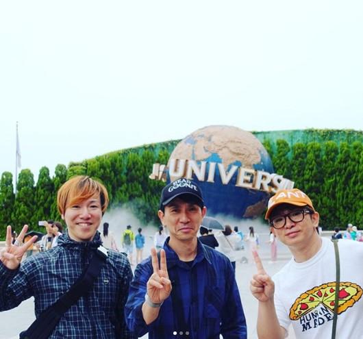 弟2人とUSJを満喫した濱口優(画像は『濱口優 2018年6月5日付Instagram「#濱口三兄弟」』のスクリーンショット)