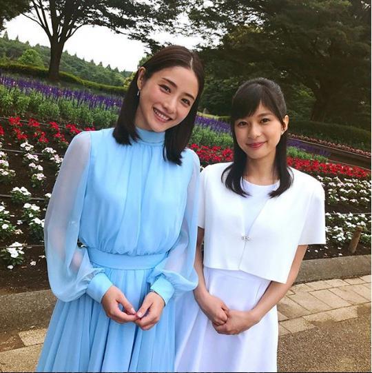 石原さとみと芳根京子(画像は『【公式】高嶺の花/日テレ7月期水ドラ 2018年6月4日付Instagram「お待たせしました。麗しき月島姉妹です」』のスクリーンショット)