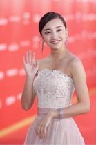 【エンタがビタミン♪】板野友美、上海国際映画祭に出席 レッドカーペットで華やかなドレス姿を披露