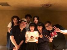 【エンタがビタミン♪】長澤まさみ、バースデーケーキを手に『50回目のファーストキス』キャストらと笑顔