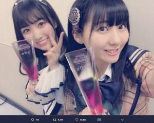 矢吹奈子と田中美久(画像は『田中美久 2018年6月16日付Twitter「そして今回初めて…なこみくで一緒にAKB48のシングルを歌えます!!」』のスクリーンショット)