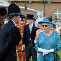 【イタすぎるセレブ達】英エリザベス女王、サングラス着用で公務に臨んでいた理由が明らかに