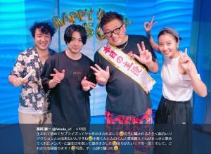 『勇者ヨシヒコ』チーム(画像は『福田雄一 2018年7月20日付Twitter「生まれて初めてサプライズってヤツをかまされまして」』のスクリーンショット)