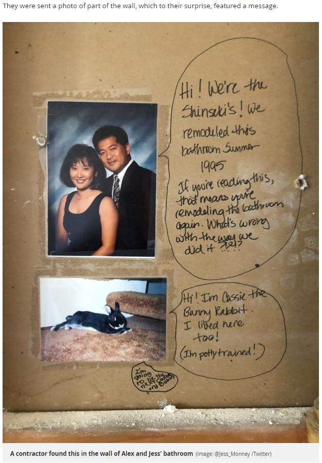 浴室の壁の中から見つかった前の住人からのメッセージ(画像は『Mirror 2018年7月4日付「Couple uncover something unusual hidden in their bathroom wall by previous home owners」(Image: @Jess_Monney /Twitter)』のスクリーンショット)