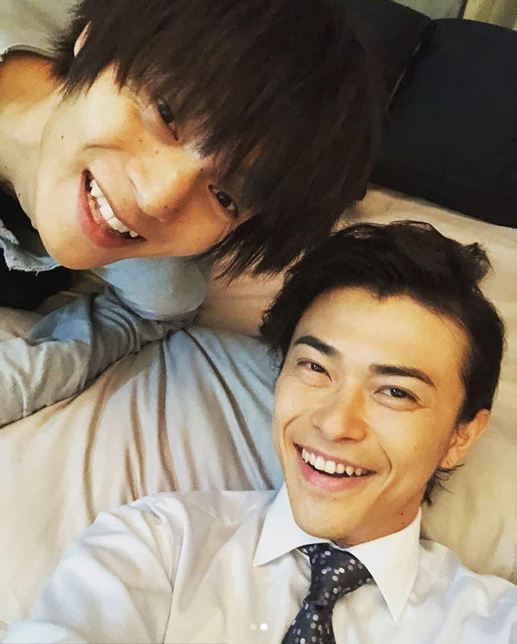 久々に共演する窪田正孝と勝地涼(画像は『勝地涼 2018年7月24日付Instagram「楽しく撮影してます」』のスクリーンショット)