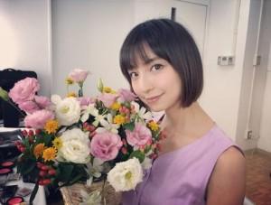髪を切った篠田麻里子(画像は『shinodamariko 2018年7月20日付Instagram「今日の広告撮影用に昨日 髪スッキリしました!」』のスクリーンショット)