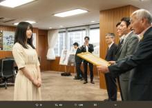 """【エンタがビタミン♪】AKB48グループ""""東日本大震災の復興支援活動""""で感謝状 吉野復興大臣「いつも元気をありがとう」"""