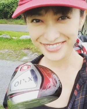 【エンタがビタミン♪】山田優、34歳誕生日は家族とゴルフへ やっぱりウェアもお洒落!