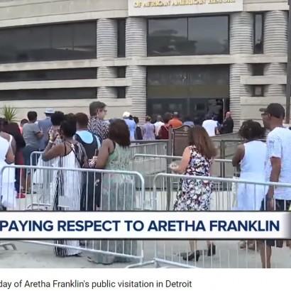 【イタすぎるセレブ達】故アレサ・フランクリン、告別式に先駆けファンらが最後の別れを告げる