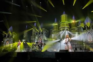【エンタがビタミン♪】<THE ALFEEライブレポート>巨大な城を前に11,000人が熱狂 揺るぎないハーモニーで彩る無限のスタイル