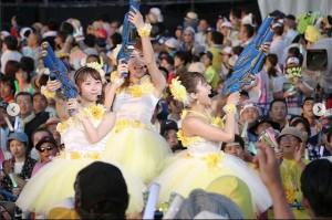 AKB48『渚のCHERRY』を披露するSKE48第2期生の3人(画像は『斉藤真木子 2018年8月24日付Instagram「2018←→2017 確実に若返っていますね、私達(笑)」』のスクリーンショット)