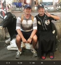 """【エンタがビタミン♪】松坂大輔と10年ぶりに再会した""""松坂キラー""""大西宏明 2ショットに「ミナミの街がザワついてた」"""