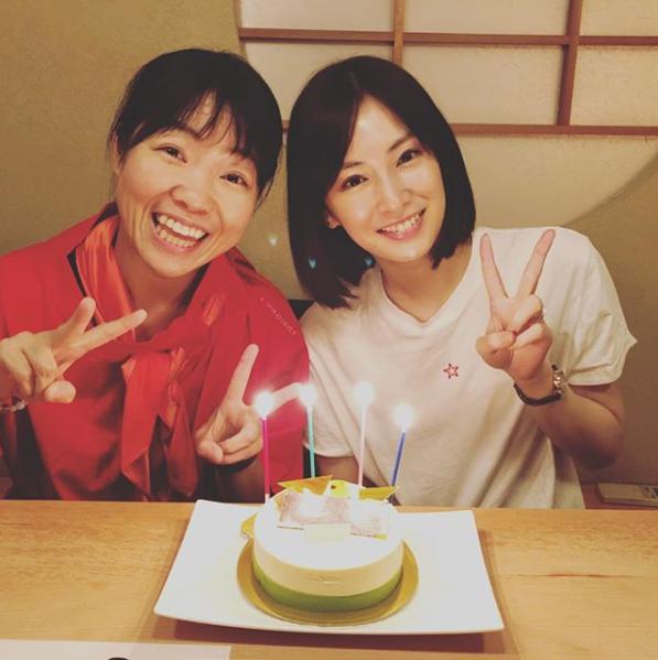 イモトアヤコと北川景子(画像は『イモトアヤコ 公式 2018年8月18日付Instagram「#ちょいとフライングだけど #景子ちゃん #お誕生日おめでとう」』のスクリーンショット)