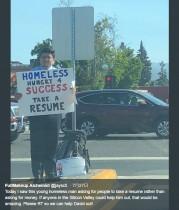 """【海外発!Breaking News】街頭に立ち""""お金""""ではなく""""仕事""""を求めたホームレスに数百社のオファー(米)"""