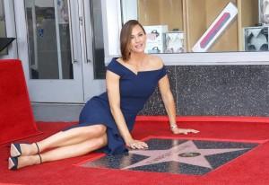 【イタすぎるセレブ達】ジェニファー・ガーナーがハリウッド殿堂入り お披露目式には両親や子供達も出席