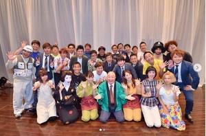 『九州新喜劇・夏公演』集合写真(画像は『谷桃子 2018年8月27日付Instagram「九州新喜劇 チケット完売の大盛況で幕を閉じました」』のスクリーンショット)