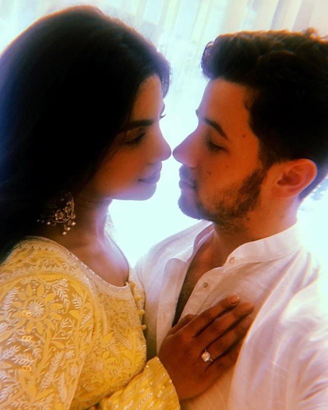 婚約者への愛が止まらないニック(画像は『Nick Jonas 2018年8月18日付Instagram「Future Mrs. Jonas. My heart. My love.」』のスクリーンショット)