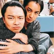 【エンタがビタミン♪】大野拓朗が浜野謙太をバックハグ 『西郷どん』オフショットに反響「私もやって」