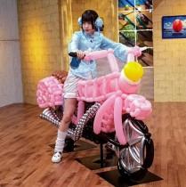 【エンタがビタミン♪】ゆるめるモ!・あのが不思議なバイクにまたがる 『新shock感』オフショット