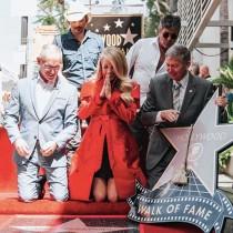 【イタすぎるセレブ達】キャリー・アンダーウッドがハリウッド殿堂入り スピーチで涙「夢が叶った」