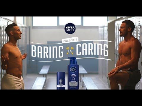 アダム出演のCMが米国で物議醸す(画像は『NIVEAMENUSA 2018年8月30日公開 YouTube「NIVEA MEN #BaringisCaring   Danny Amendola & Adam Rippon talk body shaving」』のサムネイル)