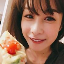 """【エンタがビタミン♪】加藤綾子、ピザを食べる""""どアップ""""公開 コメント欄が「可愛い」だらけに"""