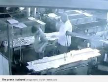 【海外発!Breaking News】工場長、悪質なイタズラで従業員を死なせ逃亡(印)