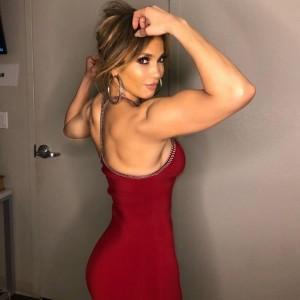 【イタすぎるセレブ達】ジェニファー・ロペス、鍛え上げられた筋肉美を披露 「貴方はボディーのアイドル」の声