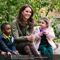 【イタすぎるセレブ達】公務復帰のキャサリン妃、児童らと虫探検 「小さなナメクジしか見つからなかった」