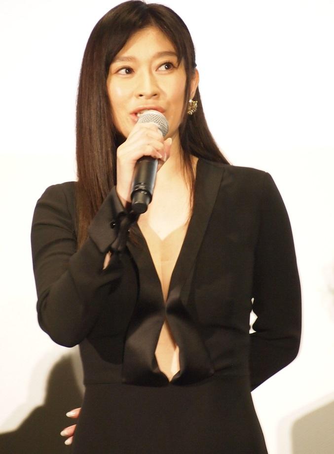 役のオファーを受ける前から原作は読んでいたという篠原涼子