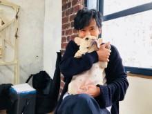 【エンタがビタミン♪】稲垣吾郎、草なぎ剛の愛犬くるみを抱っこし「羨ましいでしょ」
