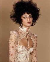 """【イタすぎるセレブ達】ケンダル・ジェンナーの""""アフロヘア""""に非難の声 『Vogue』が謝罪"""