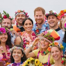 【イタすぎるセレブ達】ヘンリー王子&メーガン妃、シドニーのビーチで行われた心の健康についてのセッションに参加