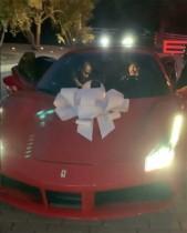 【イタすぎるセレブ達】カイリー・ジェンナー21歳、母の誕生日に新車のフェラーリ贈る