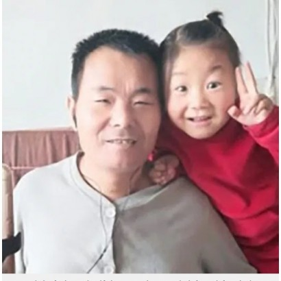 【海外発!Breaking News】母が去った後、障害を抱える父親の世話をする6歳女児「全然疲れない」(中国)