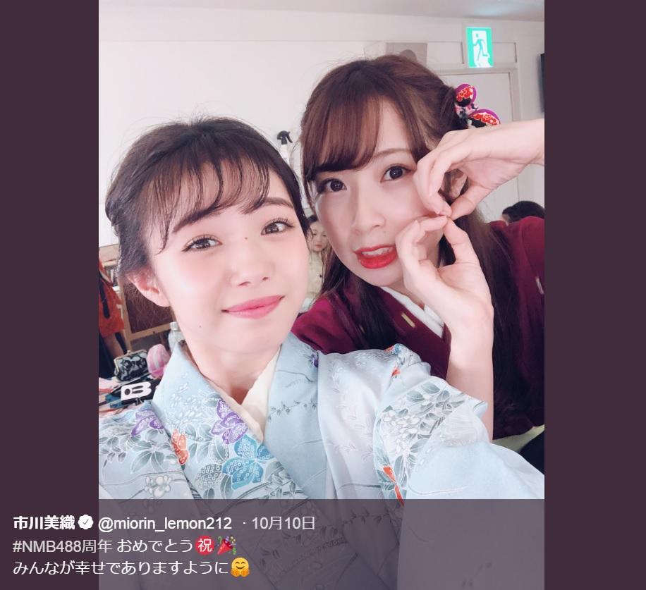 市川美織と高柳明音(画像は『市川美織 2018年10月10日付Twitter「#NMB488周年 おめでとう」』のスクリーンショット)