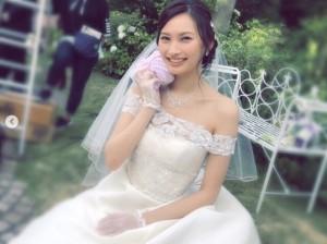 ウェディングドレス姿の大政絢(画像は『大政絢 2018年10月5日付Instagram「今日から『パーフェクトワールド君といる奇跡』が公開になりました。」』のスクリーンショット)