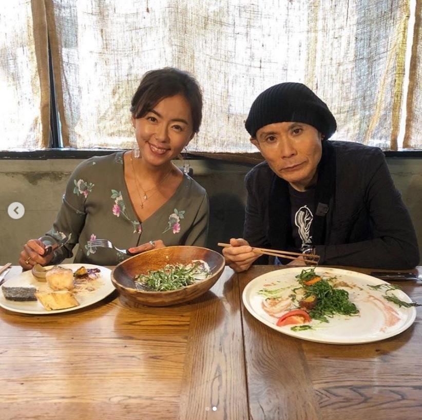 思い出話に花が咲く田中律子と片岡鶴太郎(画像は『田中律子 2018年10月11日付Instagram「番組OnAirのお知らせです 10/13BS朝日「極上空間」夜10:59~」』のスクリーンショット)