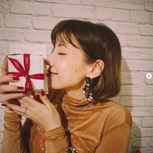 29歳の誕生日を迎えた仲里依紗(画像は『Riisa Naka 仲里依紗 2018年10月21日付Instagram「大人の階段登ったなぁ~」』のスクリーンショット)