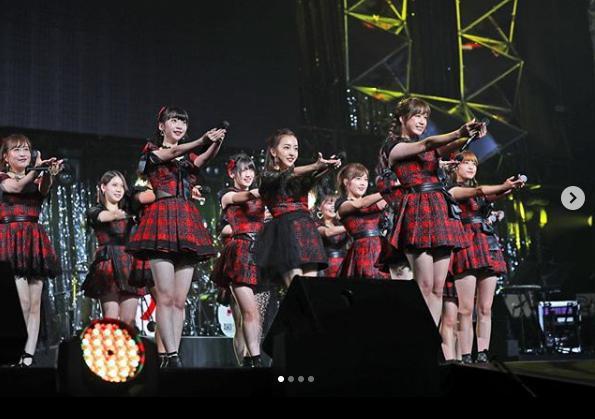 『言い訳Maybe』でセンターに立つ大家志津香(画像は『和田アキ子 2018年10月18日付Instagram「#WADAfes #AKB48 #AKO選抜」』のスクリーンショット)