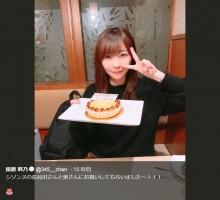 【エンタがビタミン♪】指原莉乃、シソンヌ長谷川夫妻から誕生日をお祝いされ目元ピースでキメポーズ