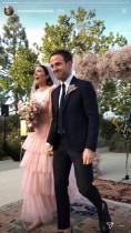 【イタすぎるセレブ達】マンディ・ムーア、自宅でアットホームな挙式 ピンクのウェディングドレスが話題に