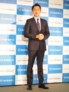 CEO役でスーツを着こなした小泉孝太郎