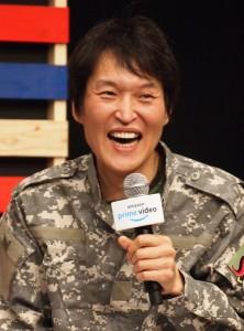記者発表会ではMCを担当した千原ジュニア