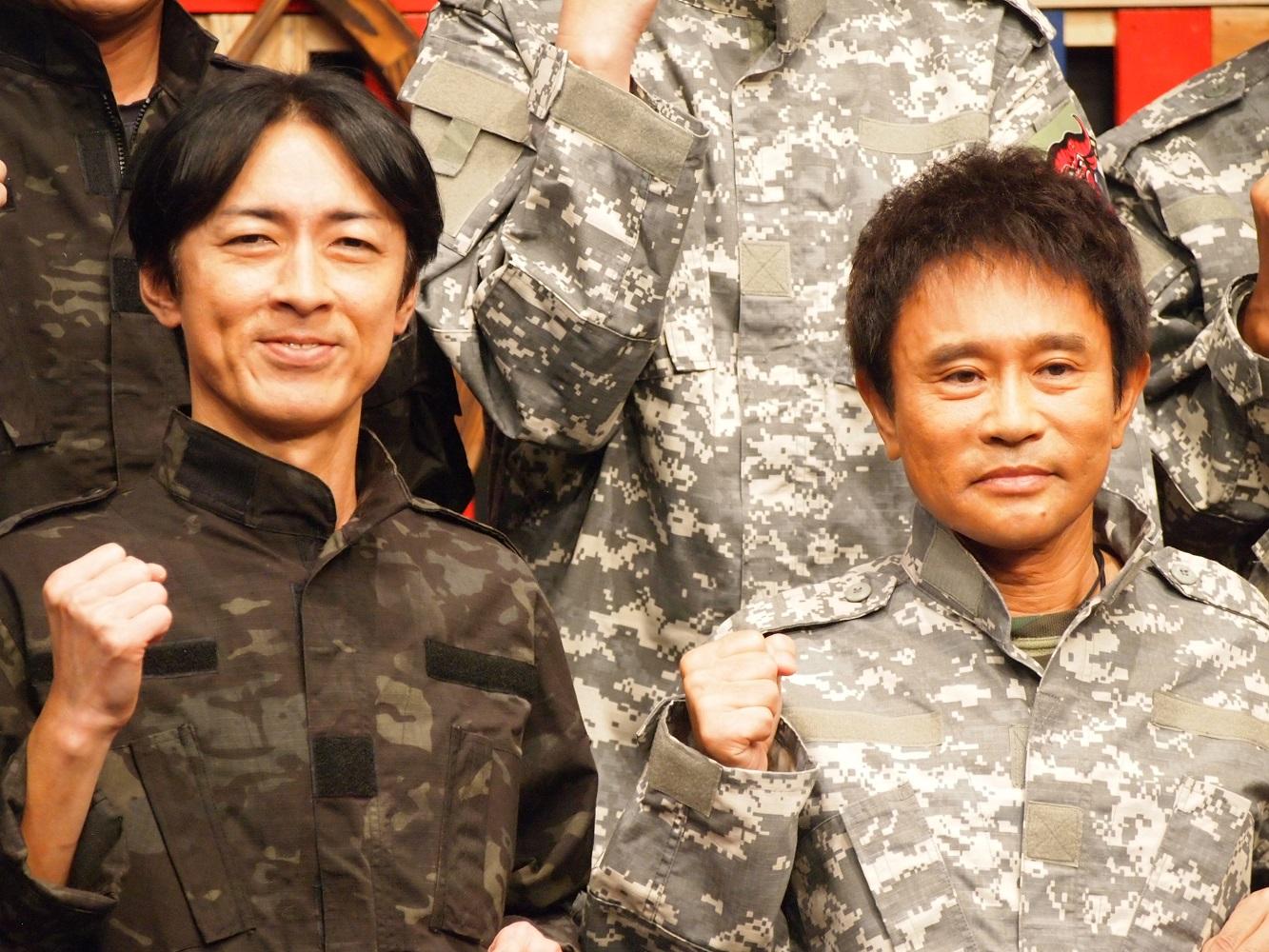 記者発表会に出席した矢部浩之と浜田雅功